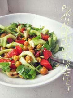 SALAATTI PAAHDETUISTA KIKHERNEISTÄ   Syötävän hyvä Cobb Salad, Vegan Recipes, Food, Vegane Rezepte, Essen, Meals, Yemek, Eten, Vegetarian Recipes