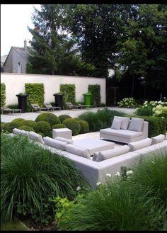 DIE UMSETZUNG: moderner Garten von Paul Marie Creation