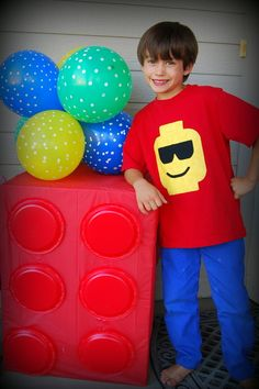 Lego Party, wrap a large box and use matching paper plates to make a life size Lego. Cute and easy decor for a Lego party. Lego Ninjago, Ninjago Party, Lego Lego, Lego Party Decorations, Party Themes, Ideas Party, Theme Ideas, 5th Birthday Party Ideas, Boy Birthday