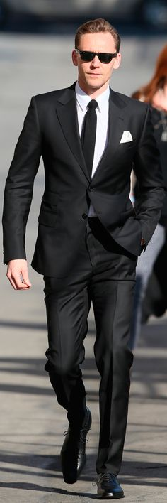 Tom Hiddleston arriving at Jimmy Kimmel Live! in LA - 9th March (2017). Higher resolution image: http://tomhiddleston.us/gallery/albums/candids/2017/Mar9thJimmyKimmel/017.jpg Via tomhiddleston.us http://tomhiddleston.us/gallery/thumbnails.php?album=1090