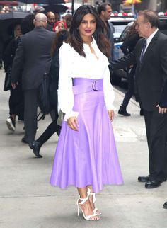 Priyanka Chopra looks superbly elegant in a purple leather skirt and high heels in NY Bollywood Celebrities, Bollywood Actress, Priyanka Chopra Dress, Estilo Street, Meeting Outfit, Purple Leather, Cute Skirts, American Apparel, Lace Skirt