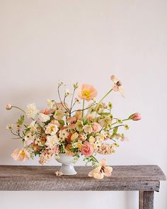 Happy Flowers, Fresh Flowers, Floral Style, Floral Design, Floral Wedding, Wedding Flowers, Modern Flower Arrangements, Candles And Candleholders, Wedding Ceremony Decorations