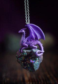 Polymer Clay Dragon, Polymer Clay Animals, Polymer Clay Art, Polymer Clay Jewelry, Dragon Jewelry, Dragon Necklace, Polymer Clay Projects, Polymer Clay Creations, Dragon Art