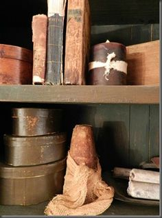 Great primitive blog from the editor of A Primitive Place magazine.