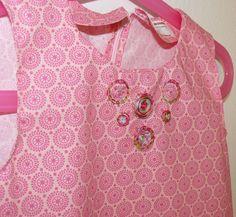 Détail broderie encolure pour robe fillette 3 ans. Point noeud, arrière repiqué…