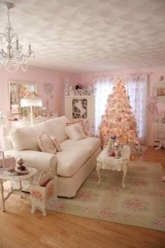 Shabby Chic Christmas - Elegant and some lucky lady gets to call this home...  Wish it was mine!