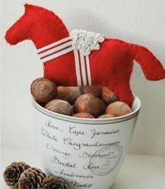 Swedish Dala Horse Felt Ornament | Create a DIY felt ornament to pay homage to this popular Swedish horse.