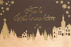 Diese #Weihnachtskarte ist einfach unglaublich schön. Betrachten Sie doch mal die filigranen Tannenbäume und Sterne aus Echtholz genauer... Fast wie von Engelshändchen gestaltet - wahrlich himmlisch! 💫💫💫 Christmas Deco, Just Amazing, Winter Scenery, Xmas Cards, Advent Calenders, Stars, Christmas, Timber Wood, Christmas Decor
