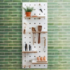 The new Chef's Edition pegboard comes with a range of new accessories specially designed for cooks. It includes a knife rack, utensil rack, condiments tray and