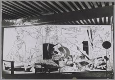 Pablo Picasso - Guernica in progress, 1937 Pablo Picasso, Picasso Guernica, Art Picasso, Picasso Paintings, Picasso Pictures, Picasso Sketches, Cubist Movement, Black And White Painting, Artists