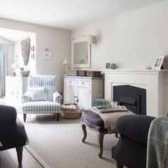 House tour: vintage styling and clever decorating ideas have helped to create a new-build that is filled with country cottage charm Cambridge House, Cottage Interiors, White Interiors, Tiny Apartments, Country Style Homes, New Builds, Interior Design Inspiration, Home Living Room, House Tours