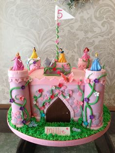 Disney Princess Castle Cake--Lord Help me if I ever had a daugher ..... LOL