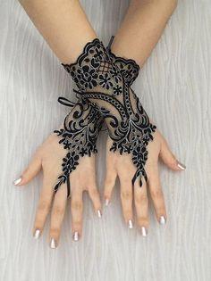 Jewelry Back Hand Mehendi Mehndi Simple, Simple Mehndi Designs, Lace Cuffs, Lace Gloves, Mehendi, Chemistry Tattoo, Muslimah Wedding Dress, Wedding Gloves, Latest Jewellery