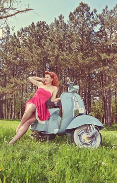 500px / Photo Vintage girl with vespa by Ioannis Ntaras