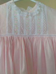 Baby Boy Dress, Baby Gown, Little Girl Dresses, Baby Dresses, Smocking Baby, Smocking Patterns, Sewing Patterns, Sewing For Kids, Baby Sewing