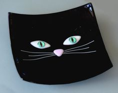 This Black Cat Bowl measures 7 x 7 and the bright turqouise eyes are extremely lifelike. Slumped Glass, Fused Glass Ornaments, Fused Glass Plates, Fused Glass Jewelry, Fused Glass Art, Glass Dishes, Mosaic Glass, Glass Fusion Ideas, Glass Fusing Projects