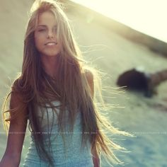 Ahhh I want my hair this long. Maybe not quite this long but close!