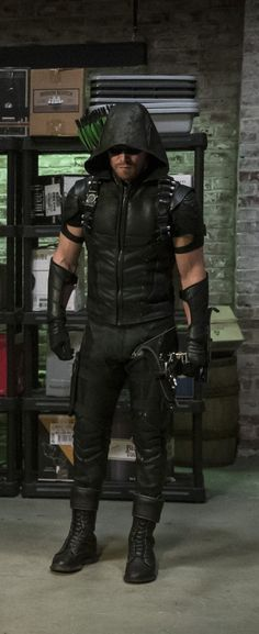 stephen adam amell (oliver jonas queen / green arrow) - season 4, episode 2