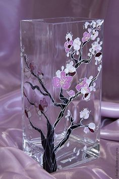 Discover thousands of images about Top Cool Ideas: Vases Tattoo small vases centerpiece.White Vases Counter Tops old vases twine. Glass Bottle Crafts, Bottle Art, Genius Ideas, Painted Glass Vases, Glass Painting Designs, Paper Vase, Stained Glass Paint, Hand Painted Wine Glasses, Vase Shapes