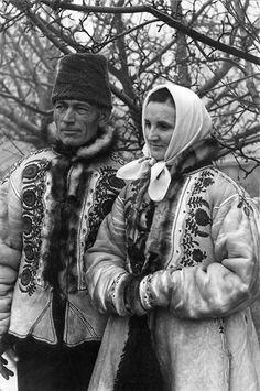 "Képtalálat a következőre: ""bukovinai szőttes"" My Heritage, Winter Hats, Interior, Hungary, White People, Indoor, Interiors"