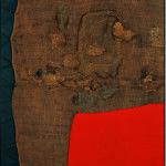 Alberto Burri. Sacco e rosso, ca. 1959. Iuta, filo, acrilico, e PVA in tessuto nero, cm. 150 x 130. Collezione privata