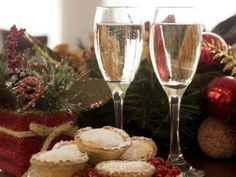Christmas Prosecco and pies Room Reservation, Prosecco, Castle, Tableware, Christmas, Xmas, Dinnerware, Dishes, Weihnachten
