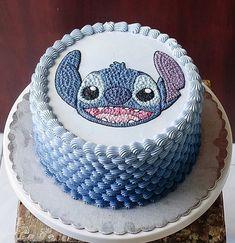 Lilo and Stitch Cake Disney Desserts, Disney Cakes, Cute Desserts, Disney Food, Crazy Cakes, Fancy Cakes, Cute Cakes, Lilo And Stitch Cake, Lelo And Stitch