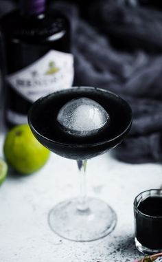 Halloween Cocktails, Halloween Dinner, Halloween Treats, Cocktail Drinks, Cocktail Recipes, Alcoholic Drinks, Beverages, Flavoured Gin, Alcohol Drink Recipes