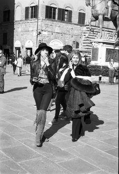 #woman #girl #texas #rodeo #oldwildwest #west #wild #cowgirl #cowboy #hat #hot #cigarette #smoking #smoke #boot #boots #firenze #florence #signoria #lovely #cute #leica #film #mp #kodak #trix