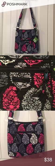 Vera Bradley NEW!! Crossbody Vera Bradley Hipster crossbody in popular Northern Lights pattern. Adjustable strap, roomy bag! New with tags, just gorgeous! Vera Bradley Bags Crossbody Bags