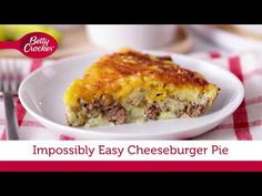 Impossibly Easy Cheeseburger Pie It may seem as though making this recipe is pure kitchen magic, but it's the dish's down-to-earth goodness that keeps people coming back to this easy cheeseburger pie recipe year after year. Easy Cheeseburger Pie Recipe, Impossibly Easy Cheeseburger Pie, Hamburger Recipes, Ground Beef Recipes, Meat Recipes, Gourmet Recipes, Cooking Recipes, Easy Cooking, Cooking Ideas