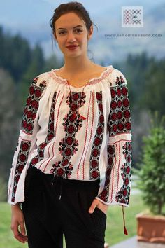 Buy here Romanian peasant blouses - handmade Romanian embroidered blouse for sale- Folk Fashion, Ethnic Fashion, Boho Outfits, Pretty Outfits, Pretty Clothes, Hippy Chic, Blouse Outfit, Folk Costume, Peasant Blouse