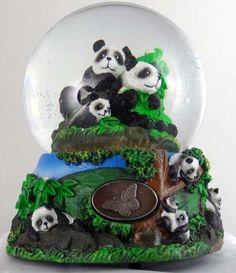 Panda bears Snow Globe/Music Box