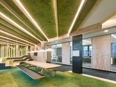 Holzfliesen wand b ro loft stil grau verglasung trennwand for Innendesign studium berlin