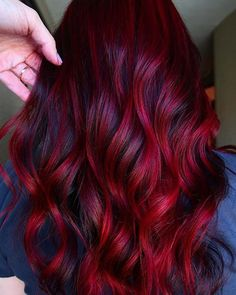 23 Red and Black Hair Color Ideas for Bold Women Bored with your hair and want to try something new? Then you need to check out our top 23 red and black hair color ideas. Black and red is a trendy color combo that will suit everyone. Vibrant Red Hair, Bold Hair Color, Hair Color Highlights, Hair Color For Black Hair, Hair Color Balayage, New Hair Colors, Red Black Hair, Unique Hair Color, Red Colored Hair