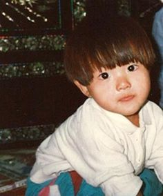 Song Joong Ki's baby pic what a cute baby i want one!!!