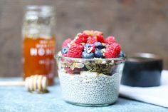 Un bol d'énergie pour bien commencer la journée. Si vous avez réalisé du lait d'amande maison, cette recette va vous intéresser pour l'utiliser ! Une recette «santé» ou «healthy» qui fait du bien : protéines, fibres, vitamines… Essayez, les graines de Chia sont très en vogue et franchement on en trouve partout, sur internet y …