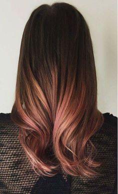 Cabelo castanho com mechas rosadas #cabelo #rosa #mecha #ombre #castanho