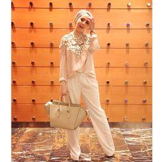 Ascia_AKF From last night: Pants: Mango Shirt: COS Harness: H&M Conscious (no longer available) Purse: Celine Islamic Fashion, Muslim Fashion, Modest Fashion, Unique Fashion, Hijab Fashion, Love Fashion, Stylish Hijab, Hijab Chic, Modest Wear