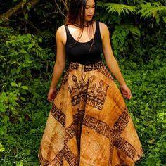 "South Pacific Islanders on Instagram: ""Stunning tapa skirt & hand woven fala dress by @litaunufe . #pacificwear #pacificfashion #elegance #confidentwoman #pacificstyle #stylist…"" Island Wear, Island Outfit, Traditional Fashion, Traditional Dresses, Samoan Designs, Polynesian Designs, Polynesian Culture, Samoan Dress, Hawaiian Fashion"