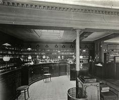 Forgotten corners of old London - Bar at a Livery Company, 1920 London, London Pubs, Vintage London, Old London, Eltham Palace, St Brides, Cow Shed, London Architecture, London History