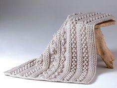 Kijk wat ik gevonden heb op Freubelweb.nl: een gratis haakpatroon van Annelies Baes, oftewel Vicarno, om deze mooie kabeldeken te maken https://www.freubelweb.nl/freubel-zelf/gratis-haakpatroon-kabeldeken/