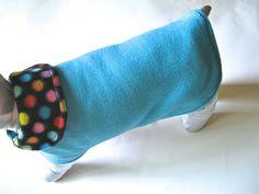 manteau pour chien reversible tissu polaire par creationsanneclaude Dots Candy, Claude, Dog Dresses, Dog Coats, Candy Colors, Your Pet, Creations, Polka Dots, Turquoise