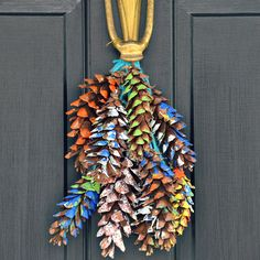 painted pine cone decorations, great for the kiddies