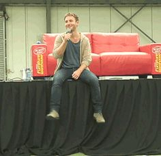 (gif) Dean and his swingy legs Pretty Men, Gorgeous Men, Lotr Cast, Dean O'gorman, Fili And Kili, Aiden Turner, Cute Actors, Lady And Gentlemen, Attractive Men