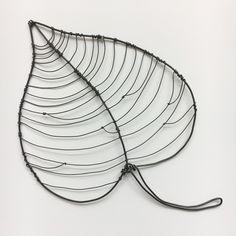Wire Hanger Crafts, Wire Hangers, Wire Crafts, Wire Wall Art, Metal Tree Wall Art, Metal Art, Sculptures Sur Fil, Wall Sculptures, Wire Art Sculpture