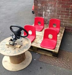 Fantastic resourceful idea to encourage socialisation and early language. Pallets, cable reel, unwanted chairs and a steering wheel makes a car, train or bus! Outdoor Fun For Kids, Outdoor School, Indoor Activities For Kids, Summer Activities, Family Activities, Forest Classroom, Eyfs Classroom, Outdoor Classroom, Eyfs Outdoor Area