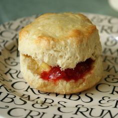 Teatime British Scones You Won't Be Able to Resist: I have no self-control or discipline when a plate of flaky, buttery Southern biscuits presents itself in front of me. Hp Sauce, British Baking Show Recipes, Baking Recipes, Scottish Recipes, Cake Recipes, British Scones, Simply Yummy, Southern Biscuits, Brunch