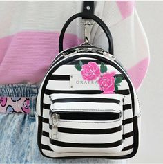 Black And White lines combo yup💝💖💣 Cute Mini Backpacks, Trendy Backpacks, Backpack Bags, Leather Backpack, Grafea Backpack, Fashion Bags, Fashion Backpack, Mini Mochila, Back Bag