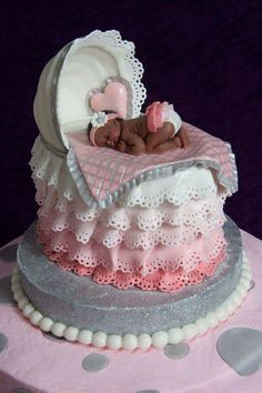 Baby Shower Cake With Bassinet Topper I had so much fun making this cake, especially the topper. I would like to thank cake central. Pretty Cakes, Cute Cakes, Beautiful Cakes, Amazing Cakes, Torta Baby Shower, Cupcakes Decorados, Fondant Baby, Novelty Cakes, Fancy Cakes